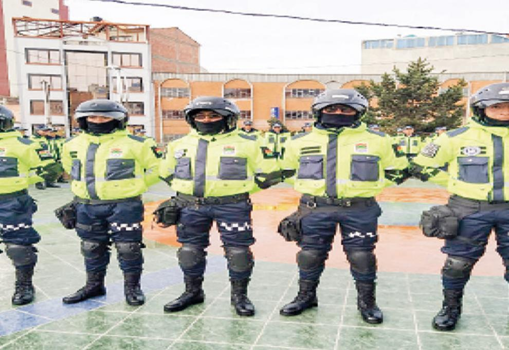 Guardia de Transporte cambia su uniforme